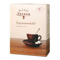 Wiener Espressowürfel. Zu kleinen Würfeln gepresster Feinkristallzucker. Ideal für individuelles Süßen des kleinen Braunen oder einer kräftigen Tasse Espresso. Der kleine Würfelzucker für Genießer, die im Trend liegen.