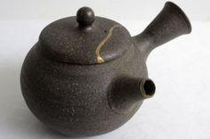 JAPANRAUM - Kintsugi Kintsugi, Kettle, Tea Pots, Kitchen Appliances, Tableware, Diy Kitchen Appliances, Tea Pot, Dinnerware, Home Appliances