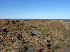 Perché una foto 3D riesca bene occorre un soggetto capace di restituire il senso della profondità. Questa scogliera occupa la maggior parte dell'inquadratura con una serie continua di piani che proseguono fino al punto in cui cielo e mare si uniscono in uno sfondo bidimensionale.
