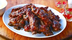 Ken Hom shows you how to make thse melt-in-your-mouth Chinese spare ribs with a sticky, sweet sauce. Chinese Bbq Ribs Recipe, Spicy Ribs Recipe, Rib Recipes, Sauce Recipes, Savoury Recipes, Asian Recipes, Ken Hom Recipes, Spare Ribs Sauce, Braised Pork Ribs