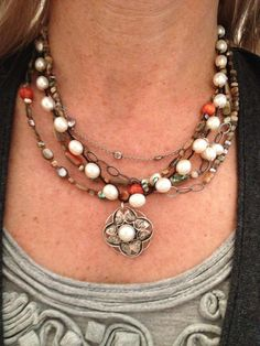 Love this 2 necklace layered look.