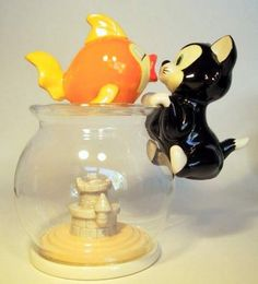 love this one too of Figaro and Cleo salt and pepper shakers