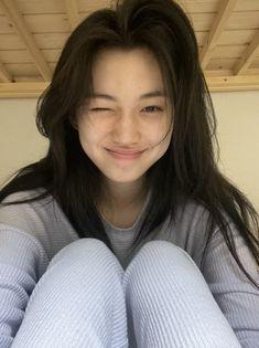 Aesthetic Photo, Aesthetic Girl, Kim Doyeon, Daily Pictures, Self Care Routine, Asian Style, Girl Crushes, Korean Girl, Ulzzang