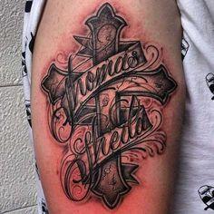 Wundervolle Kreuz-Tätowierungen - Tattoo Spirit