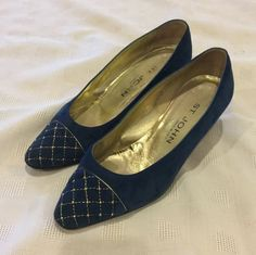 St. John Saint John Italian Suede 7 1/2 B 7.5 Blue With Gold Accents Pumps. Get the must-have pumps of this season! These St. John Saint John Italian Suede 7 1/2 B 7.5 Blue With Gold Accents Pumps are a top 10 member favorite on Tradesy. Save on yours before they're sold out!