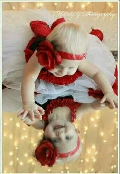 100 Best Kids Christmas Photography Ideas and Inspirations Baby Christmas Photos, Xmas Photos, Holiday Pictures, 1st Christmas, Toddler Christmas Pictures, Fall Baby Pictures, Christmas Ideas, Photo Bb, Wow Photo