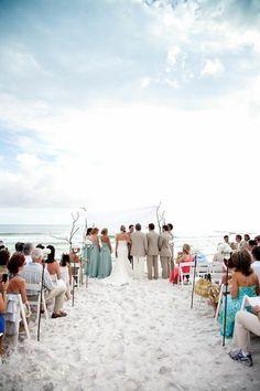 Amazing wedding front of sea.