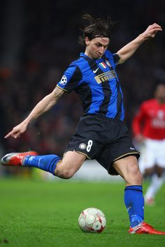 Zlatan Ibrahimovic of Inter Milan in action during the UEFA Champions League Round of Sixteen, Second Leg match between Manchester United and Inter Milan at Old Trafford on March 11, 2009 in Manchester, England. (Photo by Laurence Griffiths/Getty Images) *** Local Caption *** Zlatan Ibrahimovic
