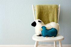 adorable DIY fleece stuffed lamb tutorial #toy