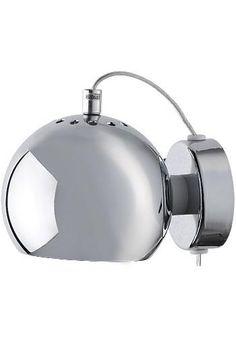 Ball vägglampa glans 695 kr  Ball är en snygg lampserie i en stilfull design. Vägglampan finns i olika färger i både matt och glansig. Ger ett väldigt bra ljus som är optimalt till läsning. Ljuskälla ingår ej.   Sockel:E14 Färg:Guld/Antikmässing, Koppar, Silver/Grå, Svart, Vit Effekt:Max 2W Diameter:12cm Djup:15cm