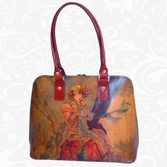Originálna ručne maľovaná kožená kabelka. Existuje len jeden kus. Každý jeden kus ručne maľovaných výrobkov je umelecké dielo. Kabelka je neopakovateľný originál s nádhernou maľbou.  Motív: Alfons Mucha – Biscuits Lefevre utile