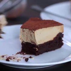 Tadına doyulmaz ve mükemmel görünümlü çikolatalı bir pasta yapıp tüm misafirlerinizi şaşırtmak ister misiniz? Adım adım yapılışını anlattığımız bu muhteşem pastayı yerken parmaklarınıza dikkat edin :)