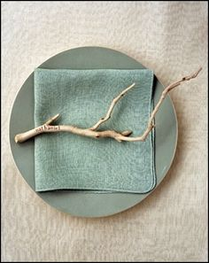 "Simple, elegant way to do ""place cards"" using found objects from the garden or woods. Nice for Thanksgiving.    36febfcd170d6389282ce6e30784ecfa"