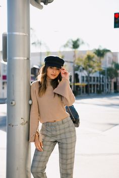 How to Style Plaid Pants 2 Ways - The Girl from Panama Plaid Pants Outfit, Tartan Pants, Plaid Outfits, Layering Outfits, Chic Outfits, Fall Outfits, Plaid Fashion, Fashion Pants, Autumn Fashion
