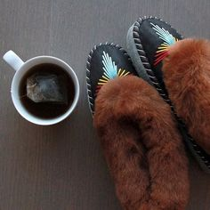 pole + swede sheepskin slippers, Caramel Mohegan Classics. Go cozy with pole + swede and get your pair here http://www.poleandswede.com/classics/caramel-couric