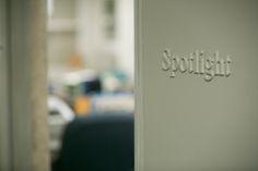 """Spotlight: la redazione del Boston Globe deputata alle inchieste. E' qui che viene fuori lo scandalo della pedofilia del clero negli Stati Uniti...un mio articolo spiega perché andare a vedere """"Il caso Spotlight""""."""