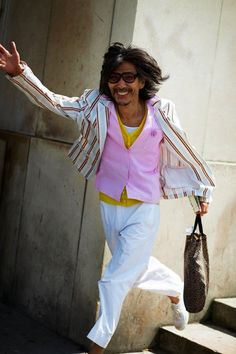 loving the smile, the pink vestiness, the joie de vivre of this beautiful man. life is good!