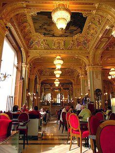 A világ leghangulatosabb kávéházai -New York Kávéház Budapest