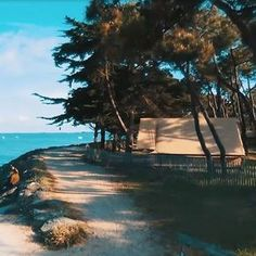 Stay on a campsite in the Vendée in the forest by the ocean on the island of Noirmoutier. Enjoy a holiday with direct access to the beach Bodega Bay Camping, Camping Club, Florida Camping, Camping Glamping, Camping Stove, Camping Trailers, Camping France, France Travel, Camping Places