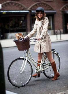 Woman on Linus bike 2016