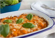 A ideia é que a couve-flor se confunda com o peixe e o molho de tomate. O bónus do queijo gratinado vai agradar às crianças