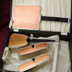 Vintage art deco (late 1920s/early1930s) pink vanity set | Submitted bypricklythornsweetlyworn