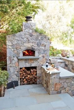 How great is this outdoor fireplace? Outdoor Kitchen Patio, Pizza Oven Outdoor, Outdoor Cooking, Outdoor Dining, Patio Gazebo, Backyard, Fire Pit Pizza, Outdoor Stone Fireplaces, Bbq Wood