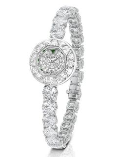 Montre haute joaillerie Graff http://www.vogue.fr/joaillerie/shopping/diaporama/montres-haute-joaillerie-diamants-full-pavees/16442/image/884395#!montre-haute-joaillerie-graff