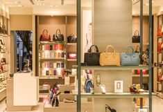 Design Garage, Shop Front Design, Shop House Plans, Shop Plans, A Boutique, Boutique Clothing, American Apparel, Design Food, Design Ideas