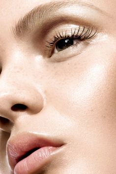 15 secrets to a flawless skin complexion. Plus, the must-have skincare and beauty products for great skin.