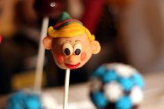 Gluten-Free Christmas Cake Pops · Edible Crafts | CraftGossip.com