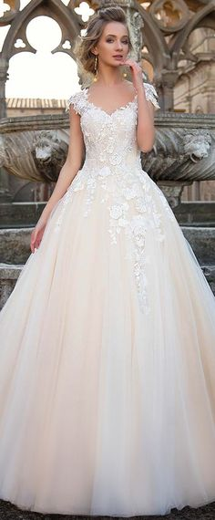 Fashionable Tulle V-