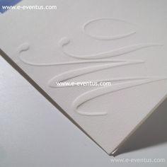 invitacions · invitacions de casament · detalls · casments · wedding · love · barcelona · essence · bodas barcelona · casaments barcelona · bodas madrid · bodas valencia · bodas en zaragoza · bodas en valencia · bodas en andorra · bodas en madrid · customiza · diseño · personalizado · exclusivo · papel · tinta · invitación · nombre · logo · grabado · ideas · hojas · blanco · lila · letras · grabado · invitación · boda · clásica · tradicional · pliegues · toque · renovado · formato · cuadrado