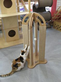 Arched Scratching Post The Arched Scratching post features 4 jute-wrapped posts on a sturdy base, with a hanging rattan ball in the middle. Cats are naturally attracted to the feel of tightly-wrapped Diy Cat Tree, Cat Scratching Post, Cat Room, Pet Furniture, Furniture Outlet, Furniture Design, Cat Accessories, Animal Projects, Diy Stuffed Animals