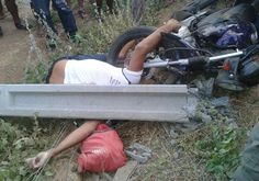 DE OLHO 24HORAS: Homem bate motocicleta em poste de energia e morre...