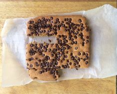 This Choc Chip Slice recipe has a delicious caramel undertone with the choc chips sprinkled on top. Being such a versatile mix you can sprinkle with seeds Chocolate Slice, Healthy Chocolate, Lunch Box Recipes, Lunch Ideas, Bacon Wrapped Sausages, Oat Slice, Tea Snacks, Mug Cake Microwave, Baking With Kids