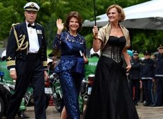 """Queen Silvia and King Carl XVI Gustaf of Sweden, Bayreuth's mayor Brigitte Merk-Erbe and her husband Thomas Erbe, Bavarian Minister-President Horst Seehofer and his wife Karin attend the opening of the Bayreuth Festival 2017 (Bayreuth Festspielhaus) in Bayreuth, Germany, 25 July 2017. The festival opened with the opera """"Die Meistersinger von Nuernberg"""" (The Master-Singers of Nuremberg)."""