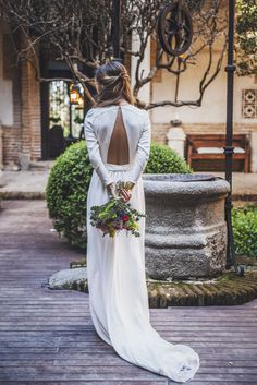 White elegant gowns are relevant all the year round. We are picked out the most wanted styles and silhouettes of white wedding dresses. Simple Sexy Wedding Dresses, Minimalist Wedding Dresses, Ivory Wedding, Wedding Gowns, Backless Wedding, Beauty And More, Perfect Day, Weeding Dress, Gowns Of Elegance