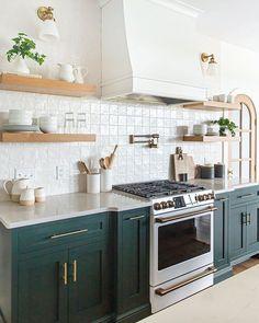 Green Kitchen Cabinets, Kitchen Redo, Kitchen Tiles, Home Decor Kitchen, Interior Design Kitchen, New Kitchen, Home Kitchens, Kitchen Dining, Kitchen Remodel