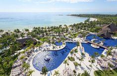 ¡Hospédate en 1 y disfruta de 4 hoteles! La mejor playa de la Riviera Maya: 2 km. de arena blanca, arrecifes de coral y aguas cristalinas. 16 restaurantes y 14 bares incluyendo Sports Bar abierto 24 horas, Boliche, Mini Golf, 3 Parques Acuáticos, Centro Comercial, Disco para adolescentes y Discoteca Jaguar´s para adultos.