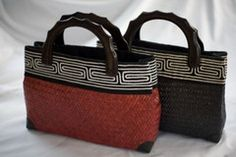 Woven bulrush purses deliver freedom to the women of Southern Thailand.