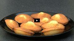 Préparez de délicieuses madeleines bien moelleuses en suivant notre recette vidéo. Un classique !