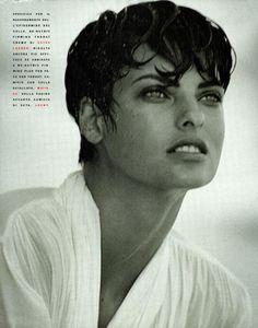 90s Shorts, Sexy Shorts, Versace Fashion, 80s Fashion, Short Hair Cuts, Short Hair Styles, 90s Models, Peter Lindbergh, Linda Evangelista
