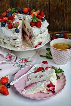 Monika on May 03 2020 food Pavlova, Air Fryer Recipes, Food Cakes, Camembert Cheese, Cake Recipes, Deserts, Good Food, Cooking Recipes, Pudding