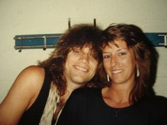 A very old & very adorable photo of Jon Bon Jovi with his then girlfriend (now wife), Dorothea Hurley
