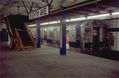 new york metro | Un uomo si mise a sedere in una stazione della metro a Washington DC ...