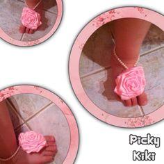 Για τις μικρές πριγκίπισσές σας σανδαλάκια ελαστικά με περλίτσες και σατέν τριανταφυλλάκι που μπορεί να γίνει στο χρώμα της αρεσκείας σας.  Ιδανικά για να πρωτοτυπήσει η μπεμπούλα σας στη βάφτιση της!!! Trendy Shoes