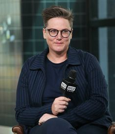 Hannah Gadsby challenges art and its gatekeepers in Nanette and Intro for June 2018 Netflix Specials, Smart Women, Only Online, Netflix And Chill, Girls Rules, Butches, Hair Inspo, Celebrity Crush, Lesbian