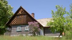 české roubené chalupy - Hledat Googlem Cabin, Czech Republic, Java, House Styles, Austria, Places To See, Home Decor, Chalets, Decoration Home