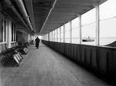 Amateur photographer Francis Browne was aboard the Titanic from Southampton to Cobh, Ireland and captured many images of the ship's interior, exterior, and voyage- The infamous deck chairs Rms Titanic, Titanic Photos, Titanic History, Belfast, Liverpool, Bottom Of The Ocean, Kili, Southampton, World